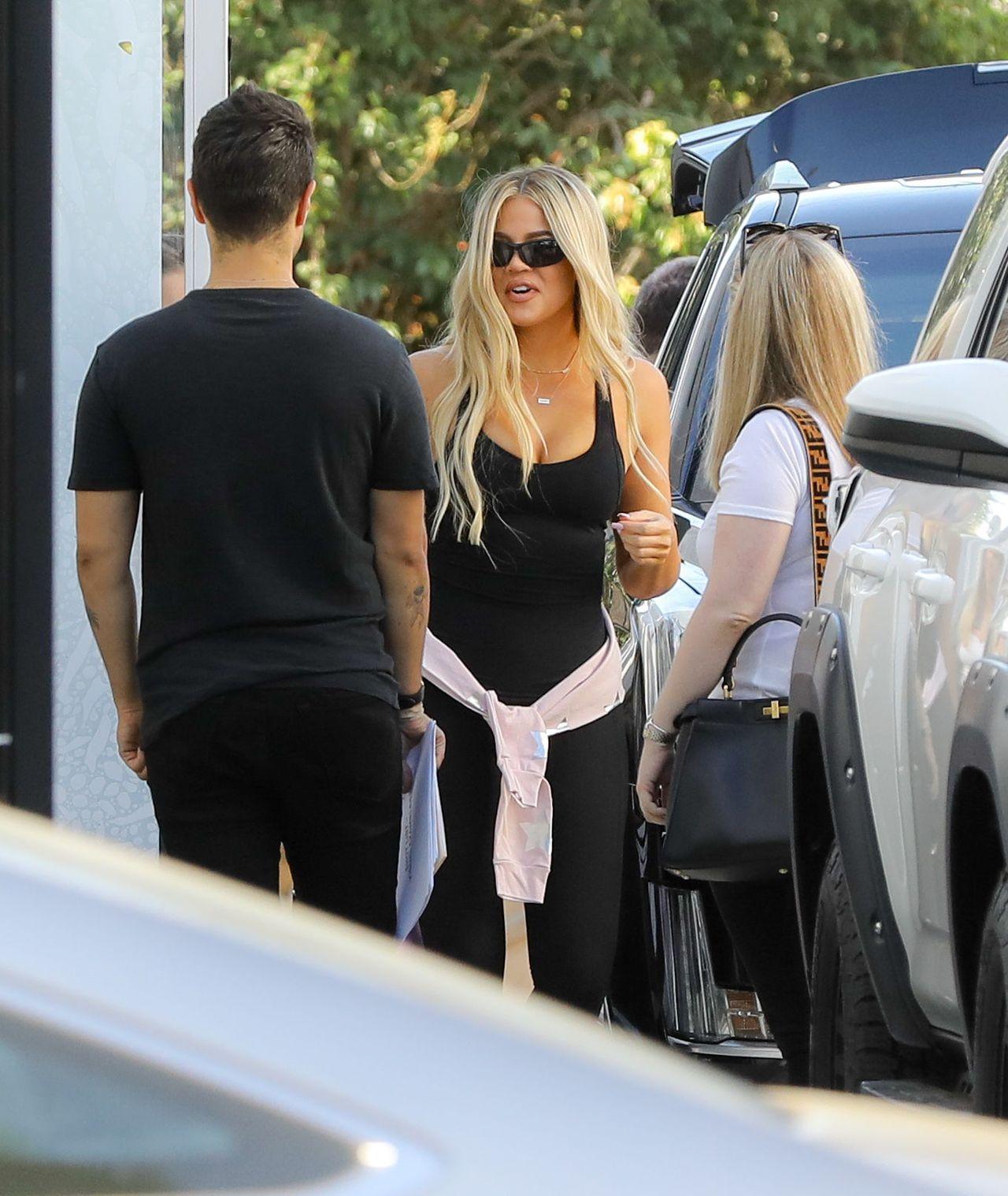 Pierwszy dzień w pracy Khloe Kardashian po urodzeniu True (ZDJĘCIA)