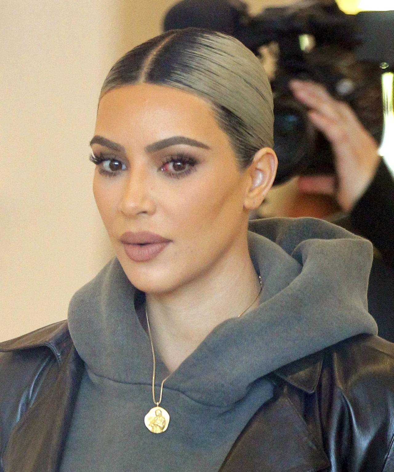 Kim Kardashian już tak nie wygląda. W piątek była w Epione Skin Clinic