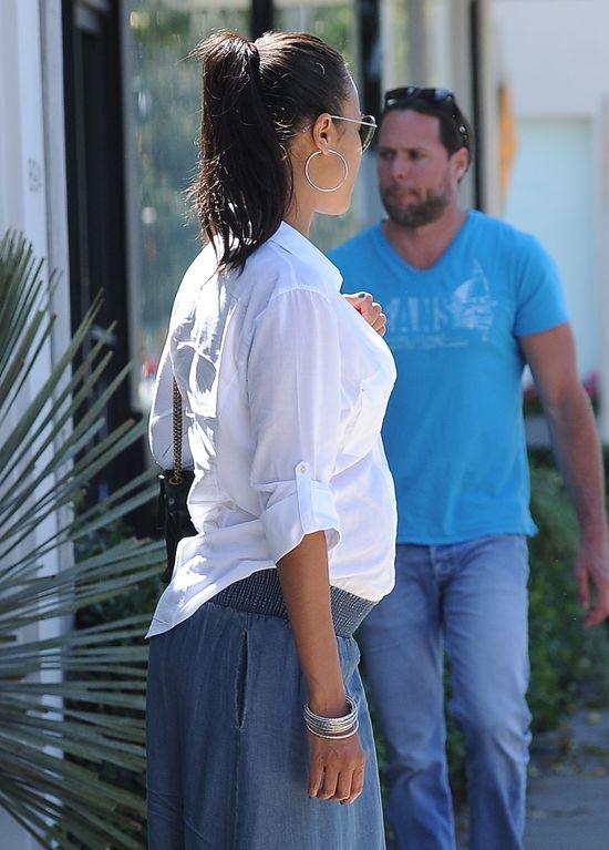 Zoe Saldana w ciąży i bez makijażu (FOTO)