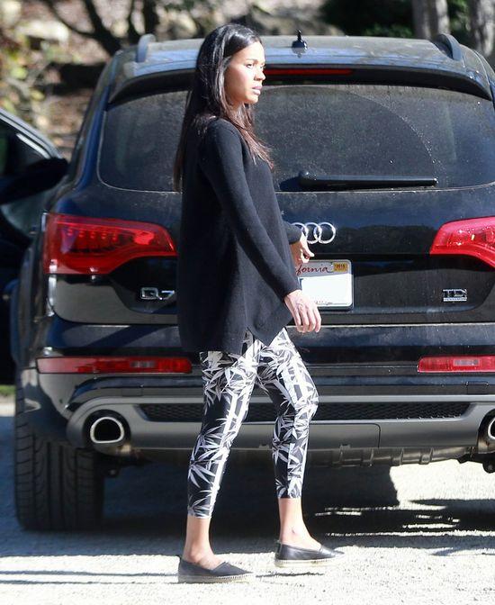 Zoe Saldana przy�apana z bli�niakami na spacerze (FOTO)