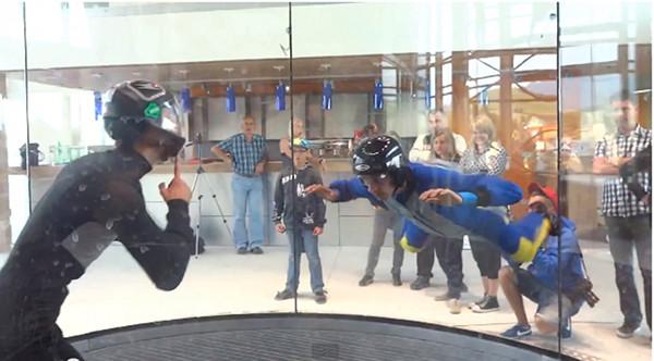Piotr Żyła uczy się latać (VIDEO)