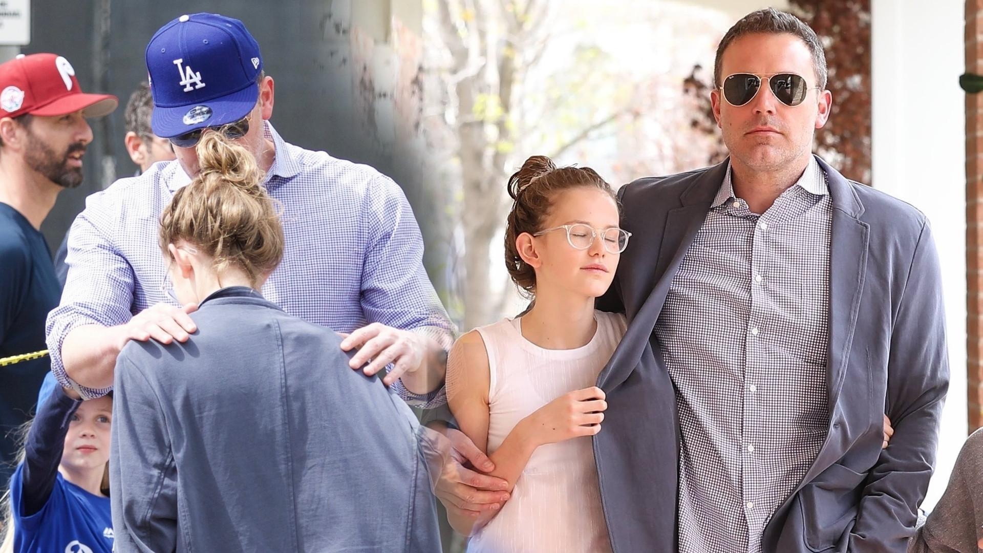 Ben Affleck z trójką dzieci: Violet, Seraphiną i Samuelem w kinie i na treningu (ZDJĘCIA)