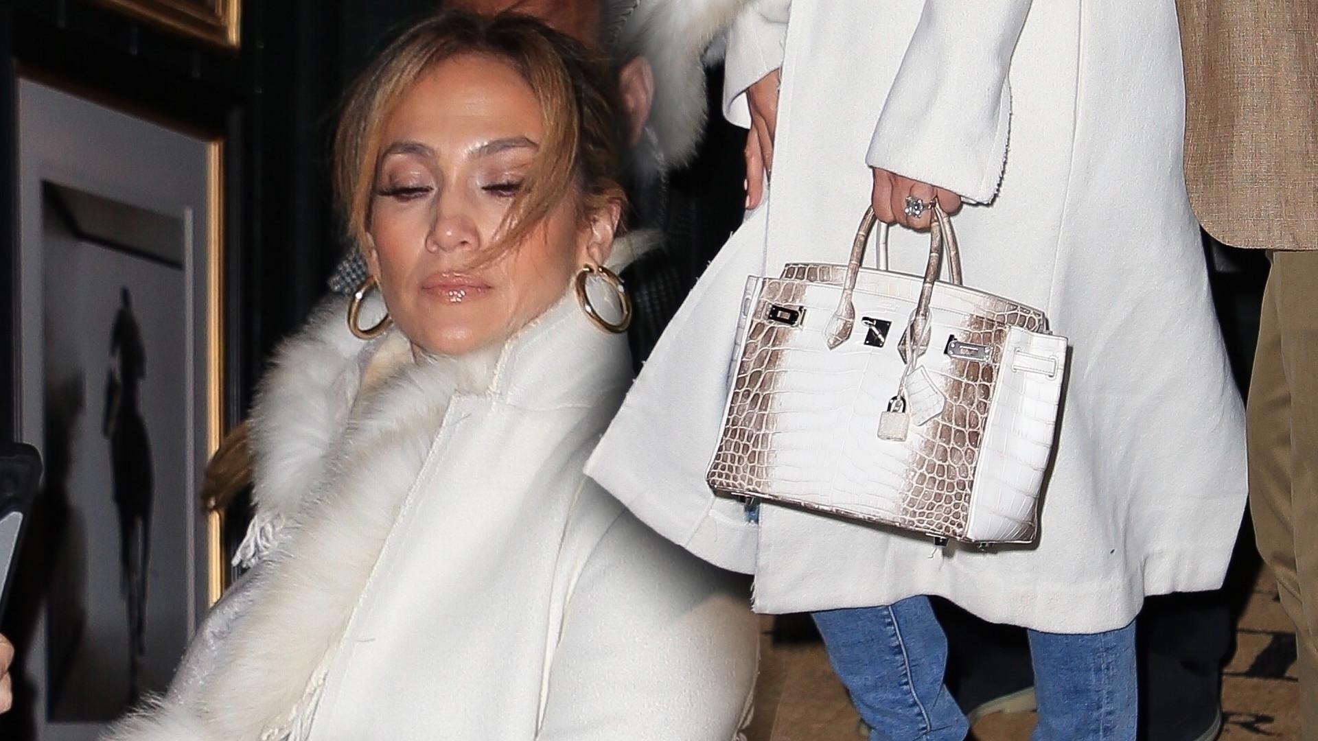 Jennifer Lopez w białym płaszczu i szalu z naturalnego futerka  budzi kontrowersje (ZDJĘCIA)