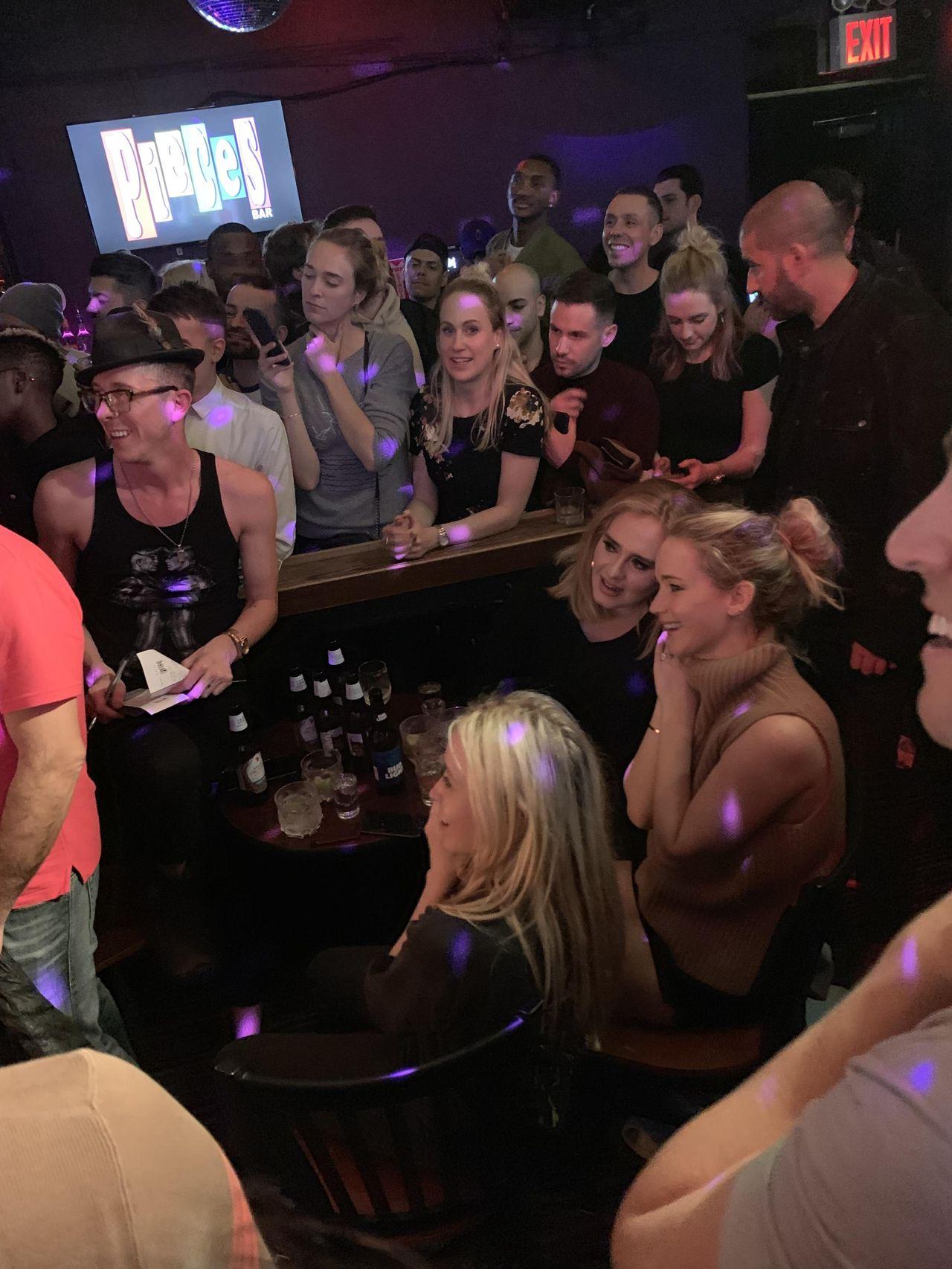 Jennifer Lawrence Adele w klubie dla gejów