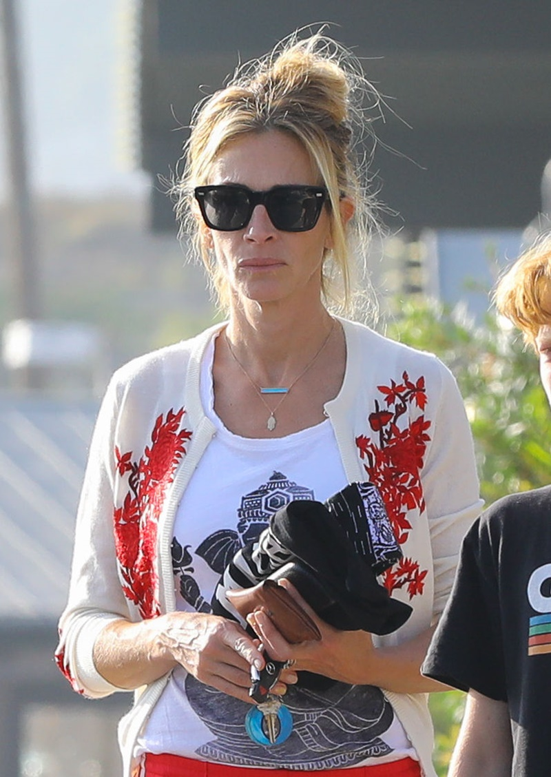 PREMIUM EXCLUSIVE Julia Roberts And Growing Son Phinneaus In Malibu