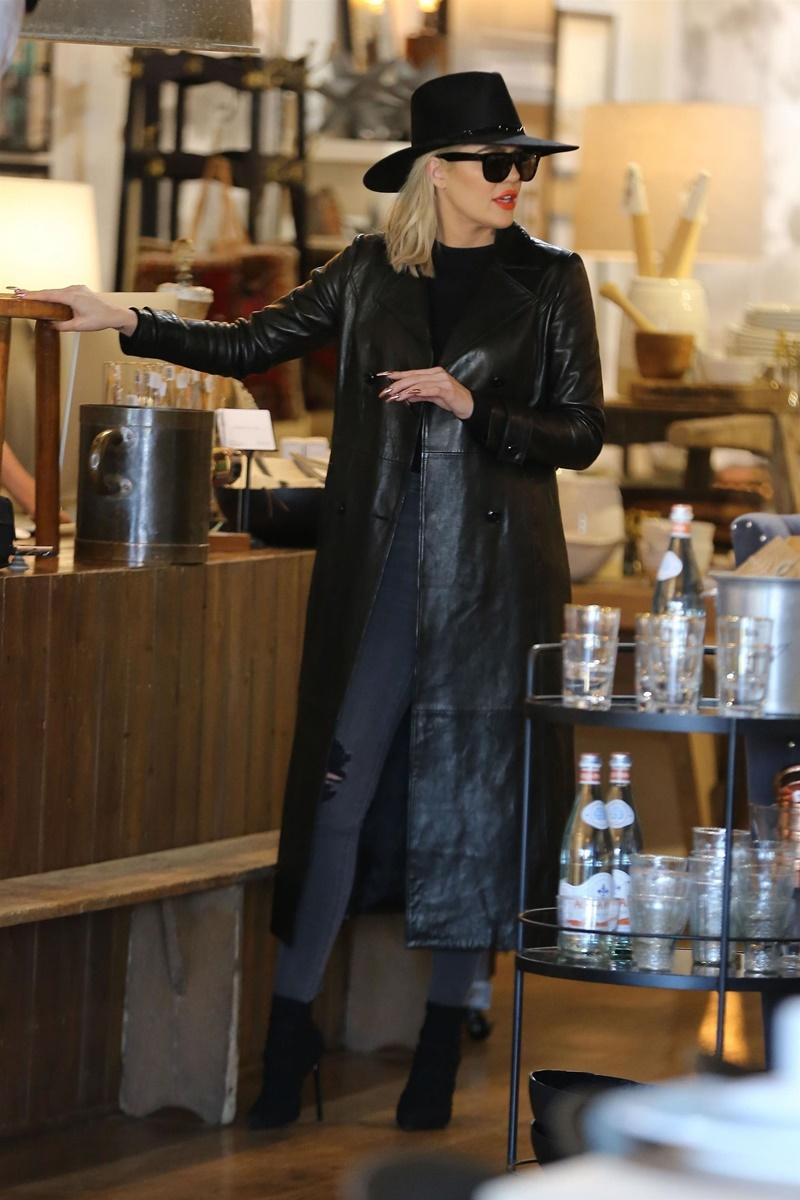 *EXCLUSIVE* Khloe Kardashian and Kris Jenner step out for some shopping in Calabasas Khloe Kardashian