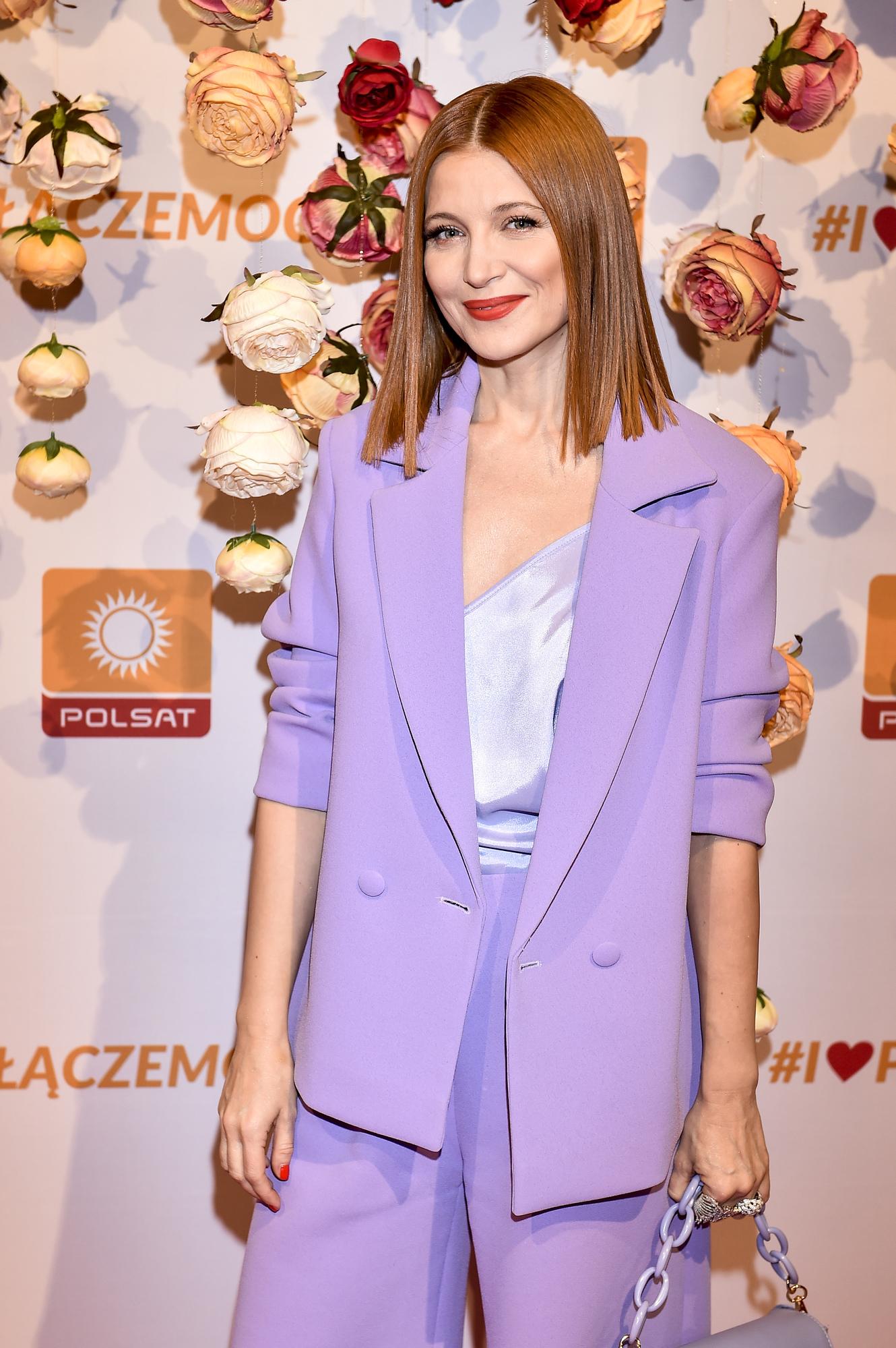 Ada Fijał w fioletowej stylizacji na ramówce Polsatu