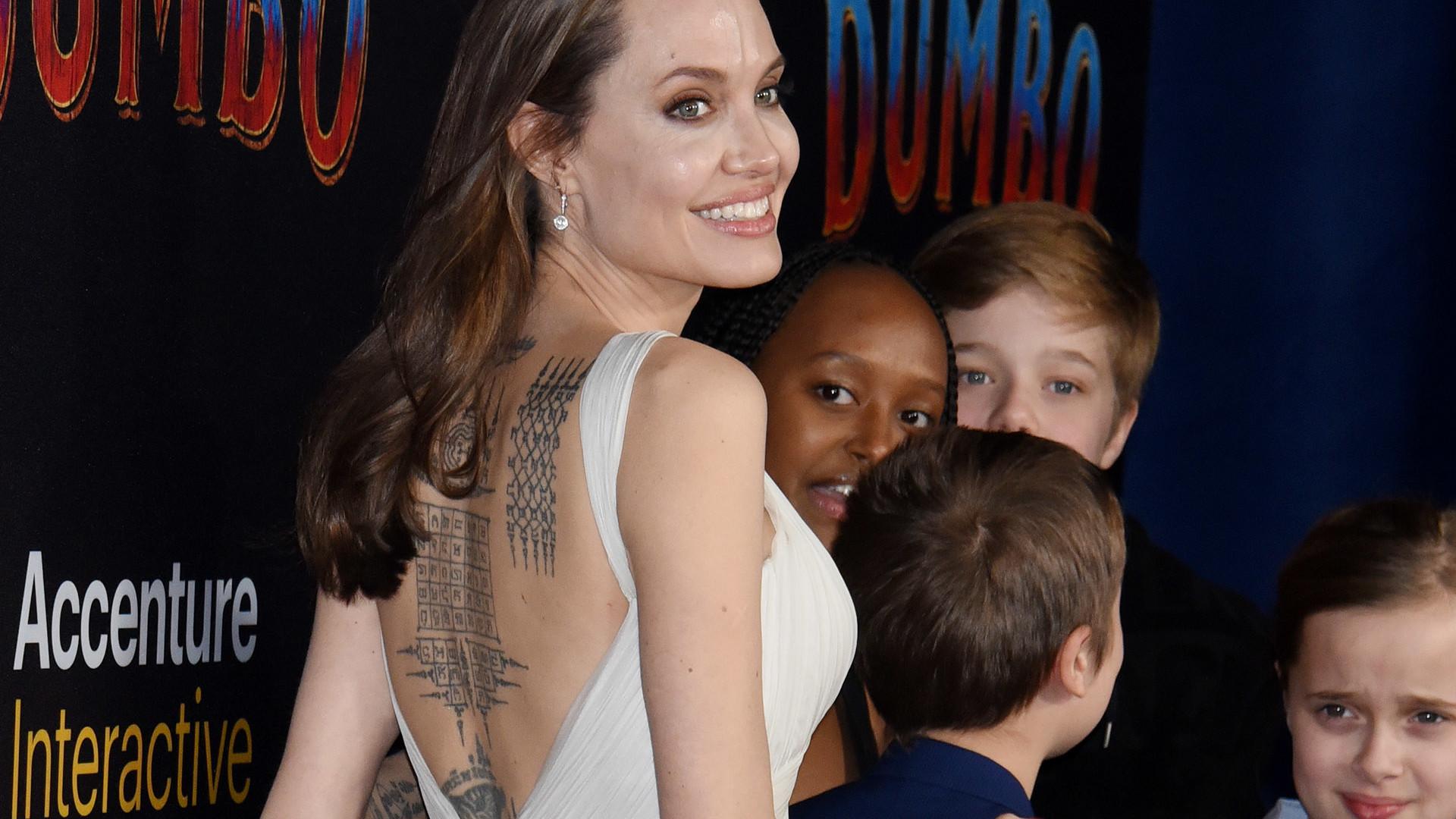 Roześmiana Angelina Jolie z dziećmi na premierze filmu