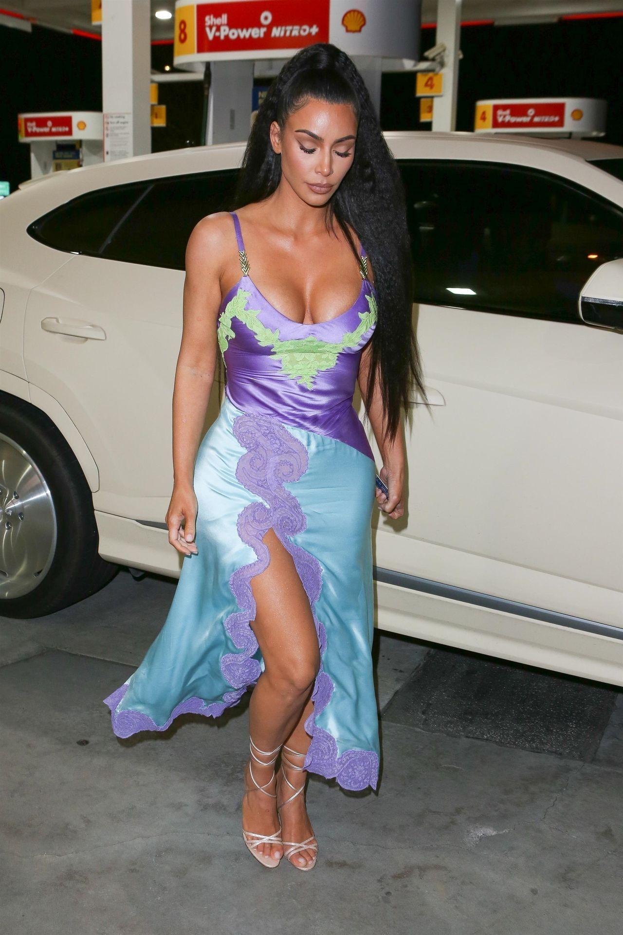 Kim Kardashian w kiczowatej sukience