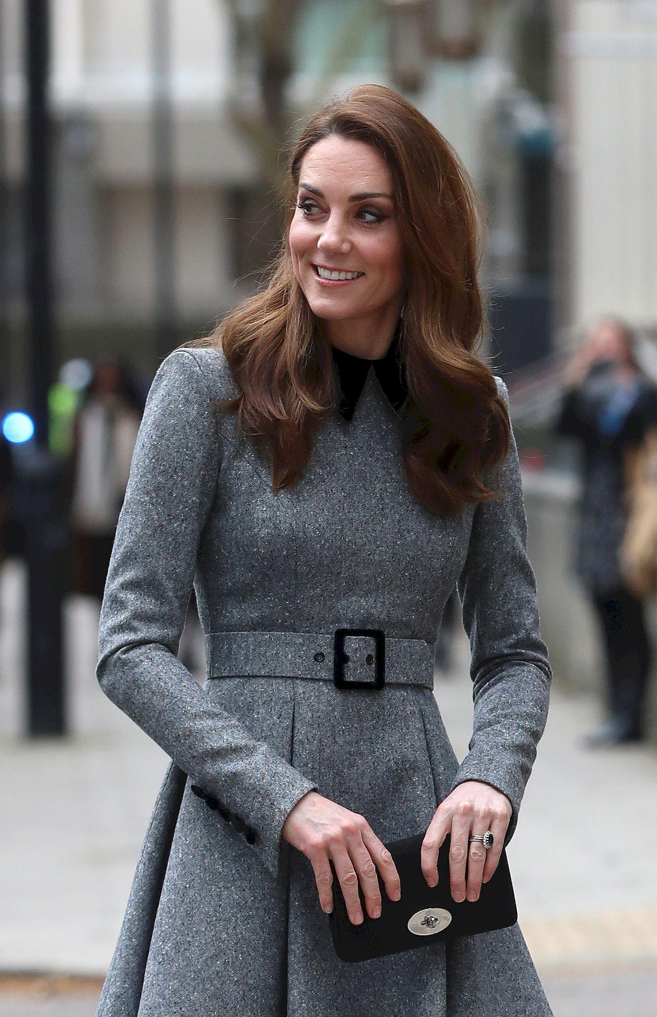 Kate Middleton na wystąpieniu solo z Elżbietą II
