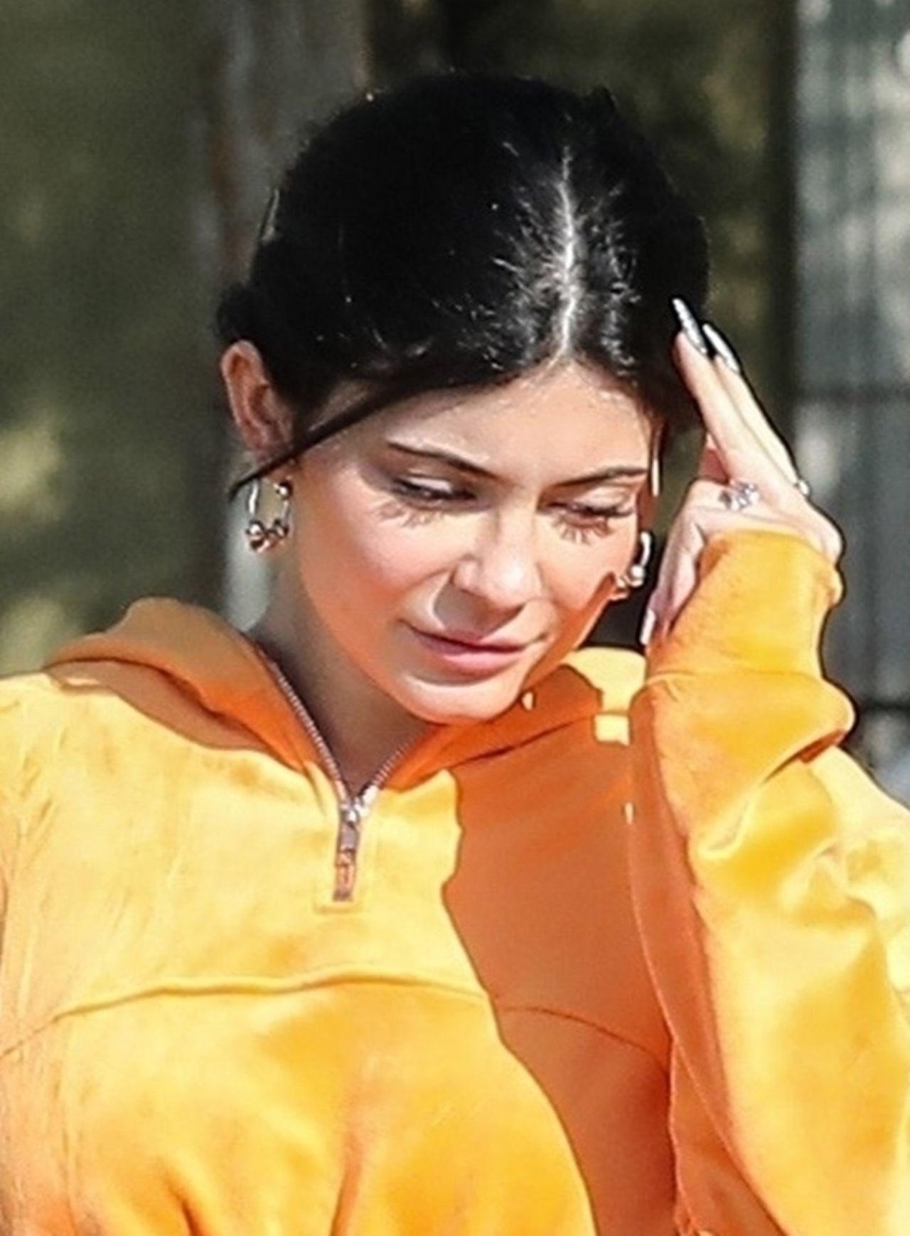 Kylie Jenner pokazuje brzuszek