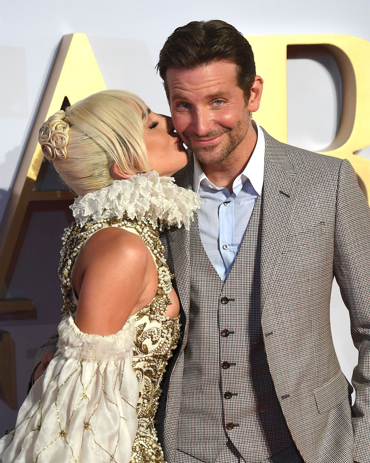 A Star is Born - UK premiere held at the Vue Cinema, Leicester Square. / TIMMSY / BACKGRID , kod: Lady Gaga - Bradley Cooper