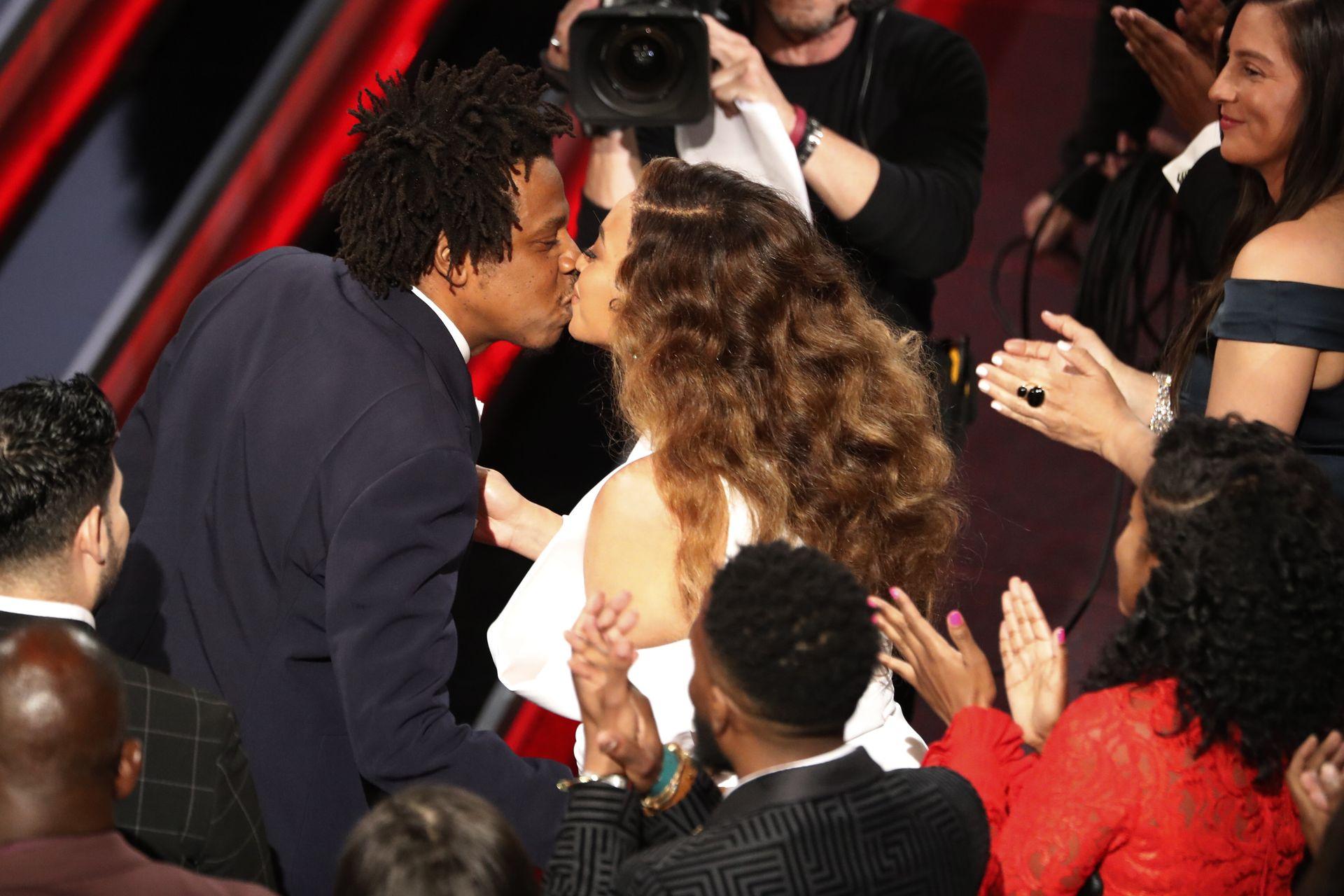 Beyonce całuje się z mężem, Jayem Z