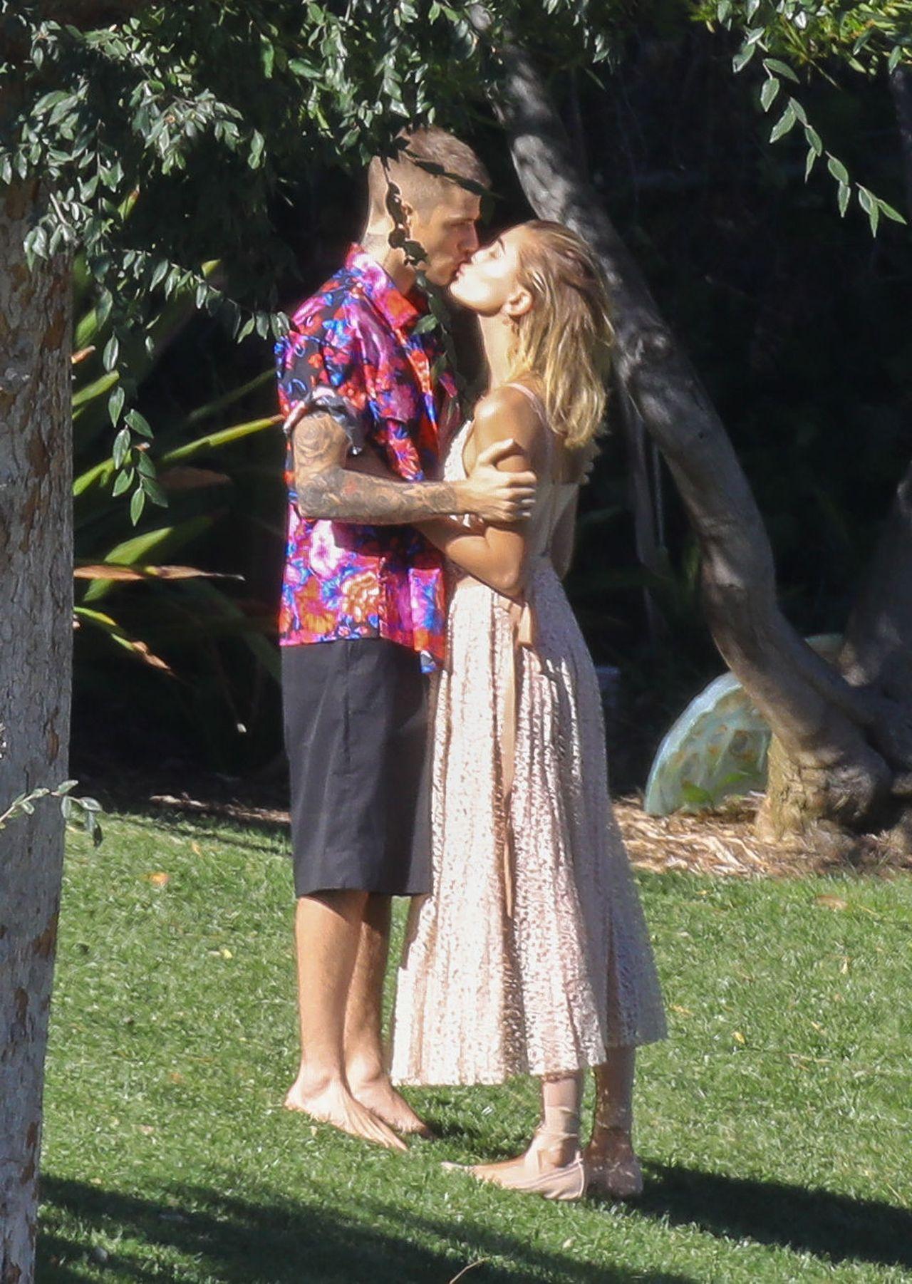 Hailey Baldwin całuje się z Justinem Bieberem