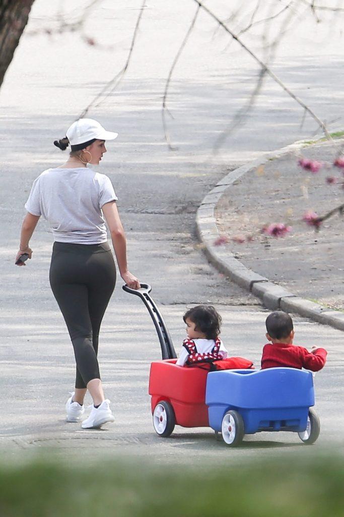 Georgina Rodriguez na spacerze z dziećmi