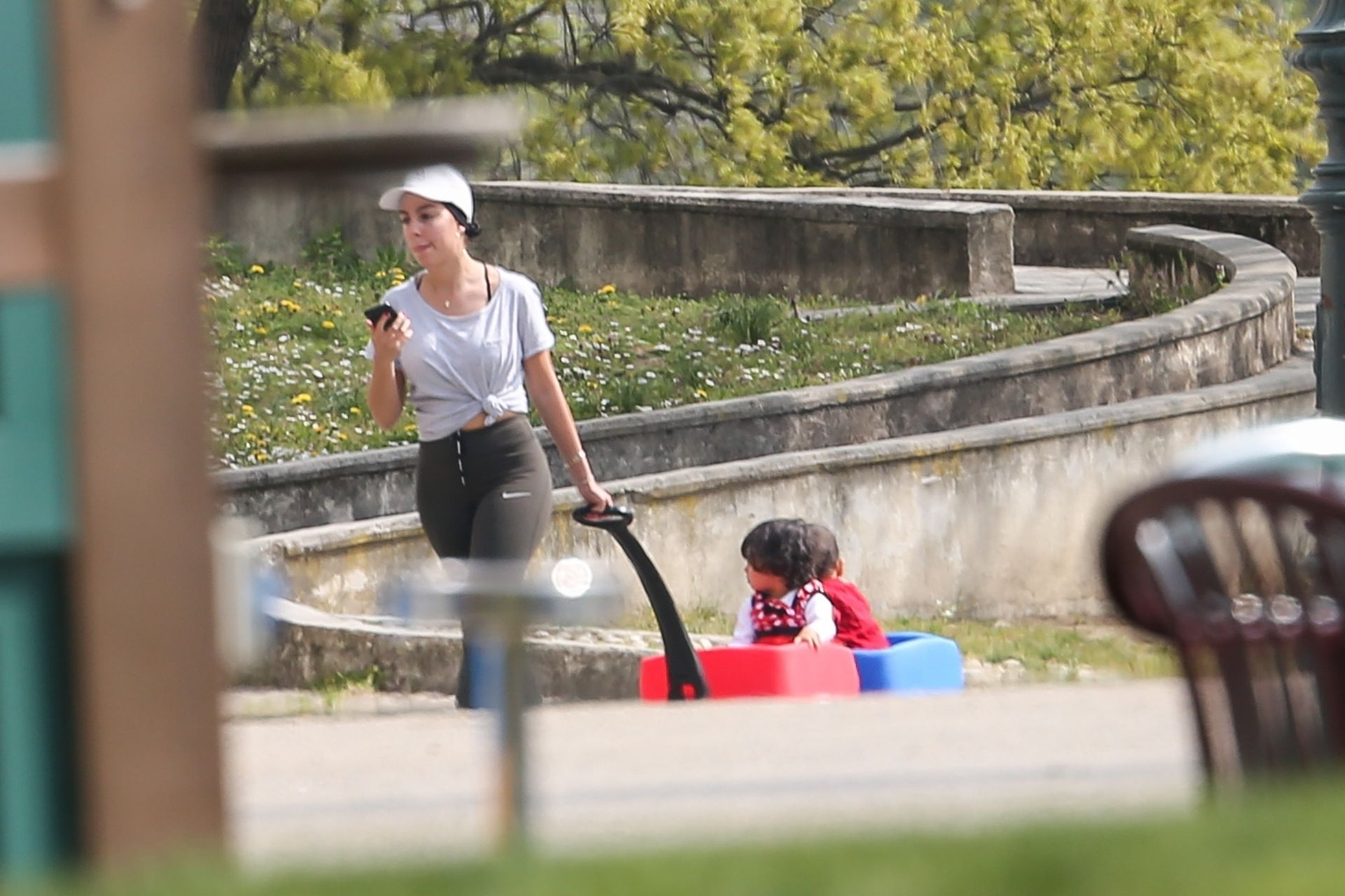 Georgina Rodriguez w parku z dziećmi