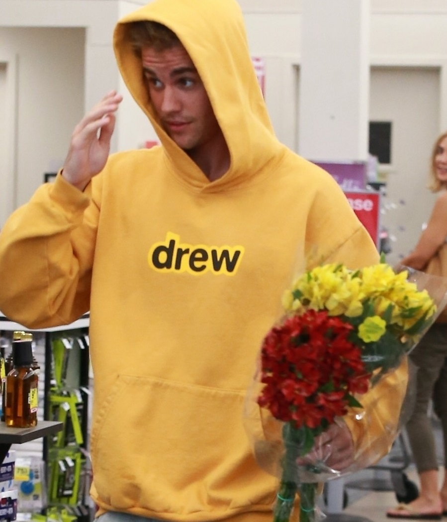 Justin Bieber grabs some flowers at a CVS store in Beverly Hills Justin Beiber