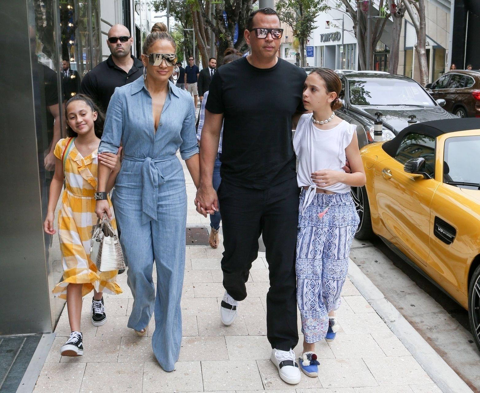Jennifer Lopez na lunchu z narzeczonym i ich czwórką dzieci