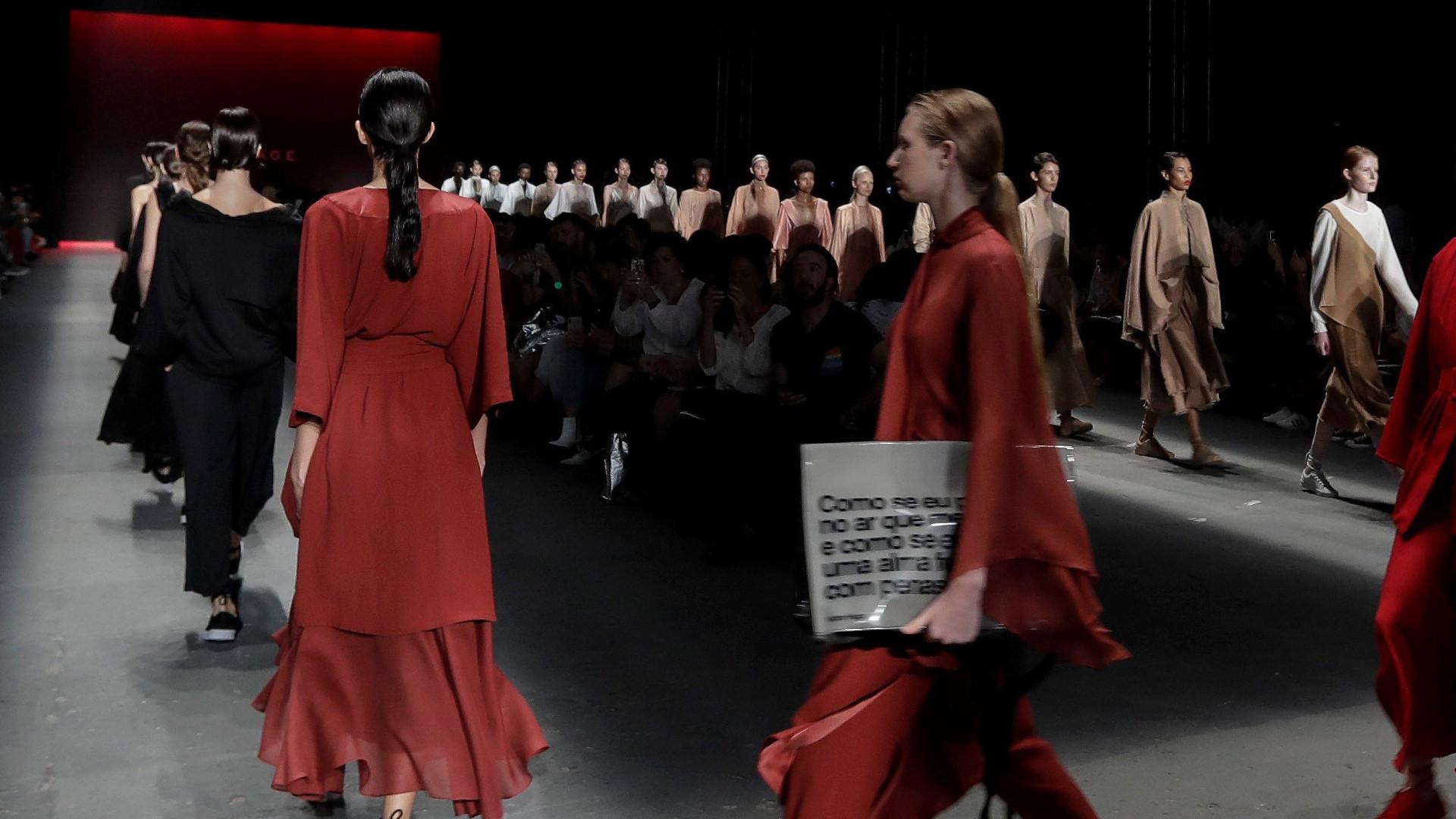 Model Tales Soare zmarł po upadku na wybiegu podczas Fashion Show  w Sao Paulo