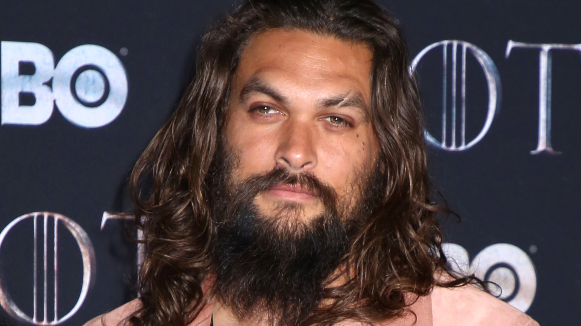 Jason Momoa ZGOLIŁ BRODĘ i wąsy!