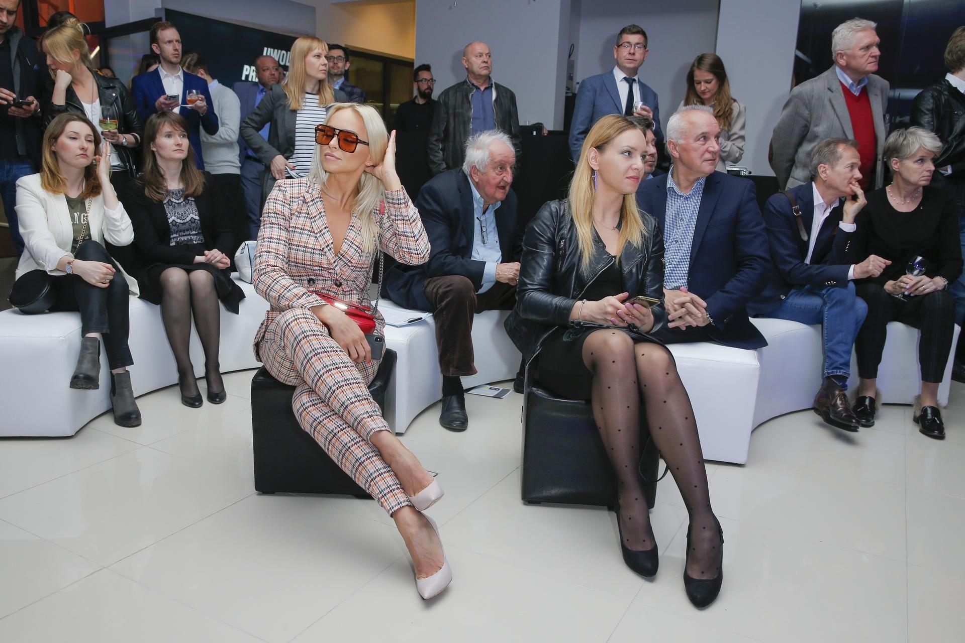 Socha w mini, Kożuchowska w czerni i Gorczyca w białym garniturze plus JESZCZE WIĘCEJ gwiazd na premierze samochodu