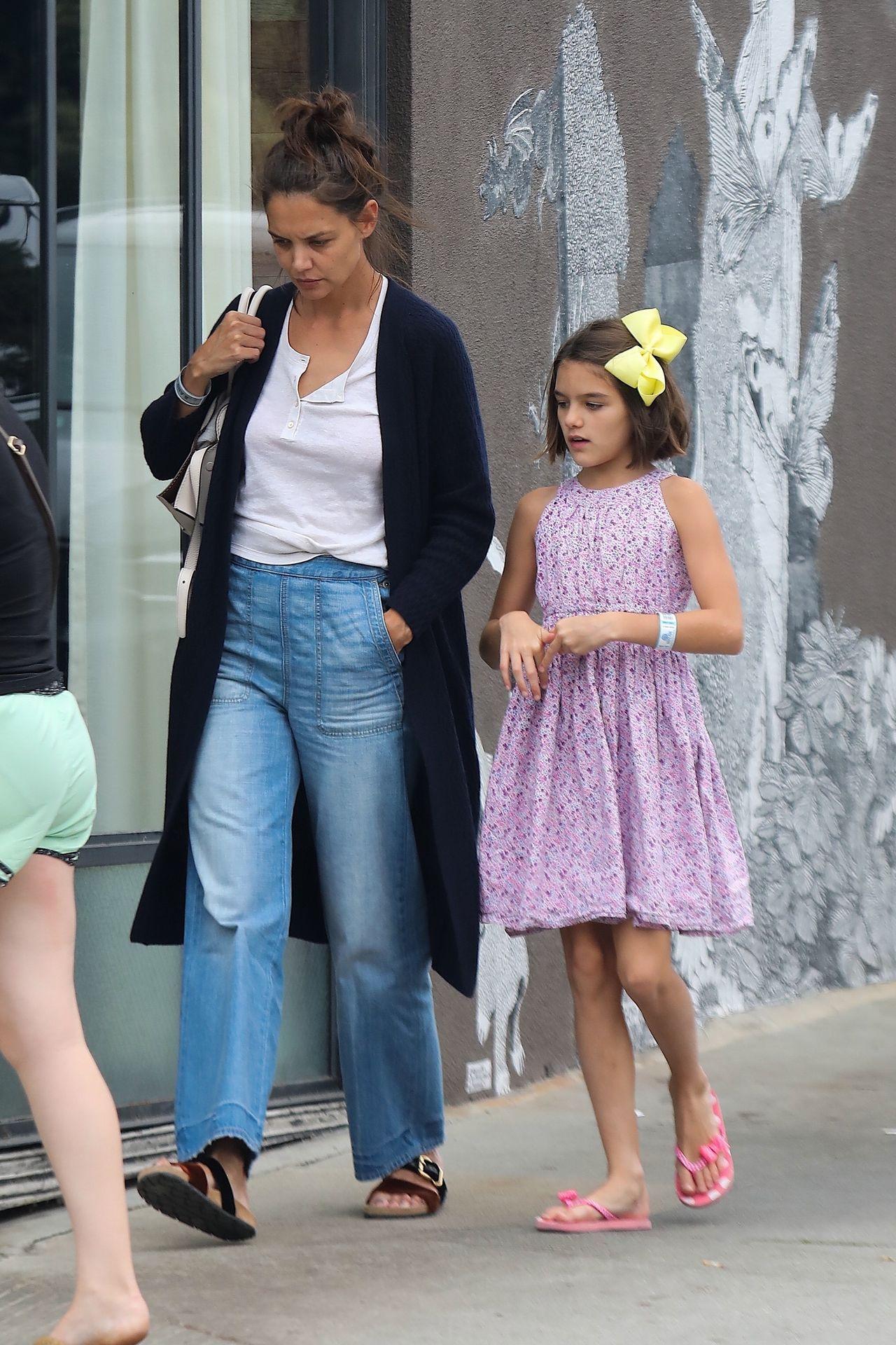 *EXCLUSIVE* Katie Holmes and her Mini-Me Suri Cruise grab dinner Katie Holmes, Suri Cruise