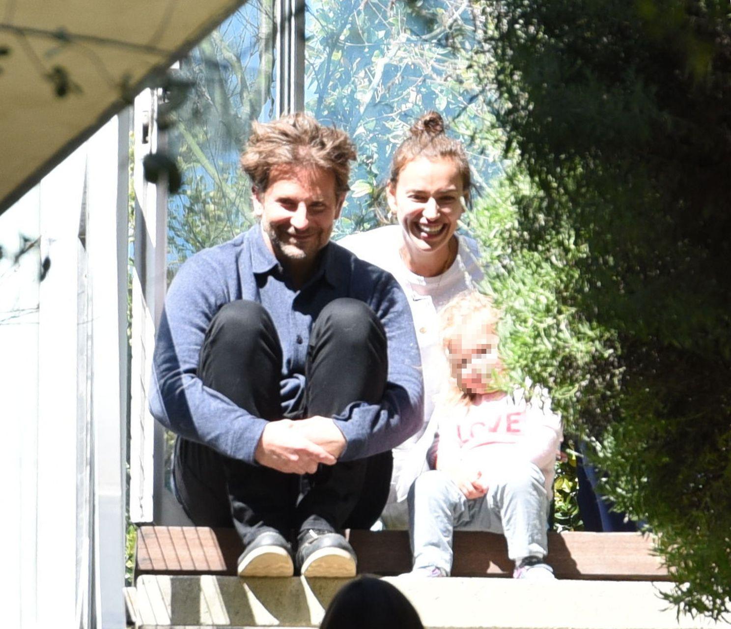 Bradley Cooper z rodziną na Instagramie