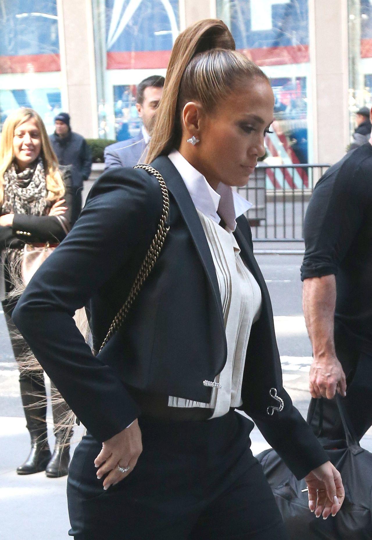 Jennifer Lopez pojawiła się przed studio radiowym na Manhattanie