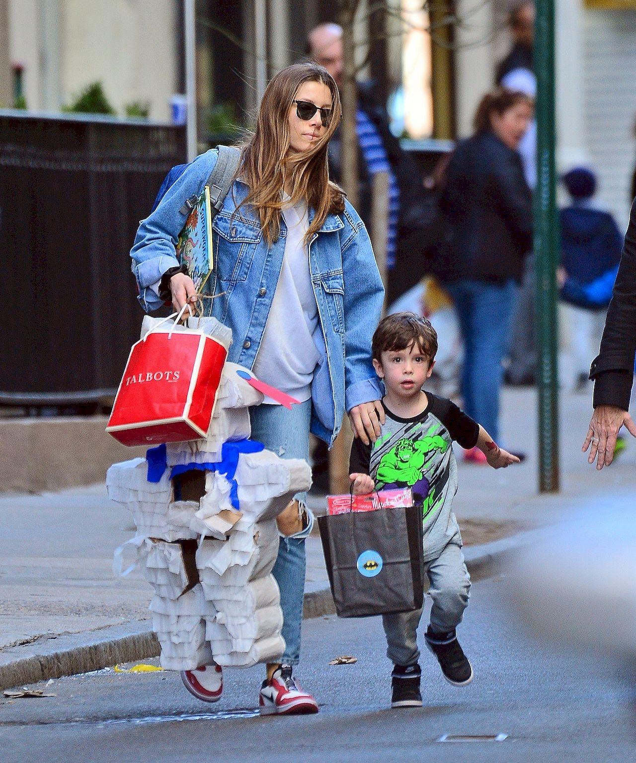 Jessica Biel z synem Silasem