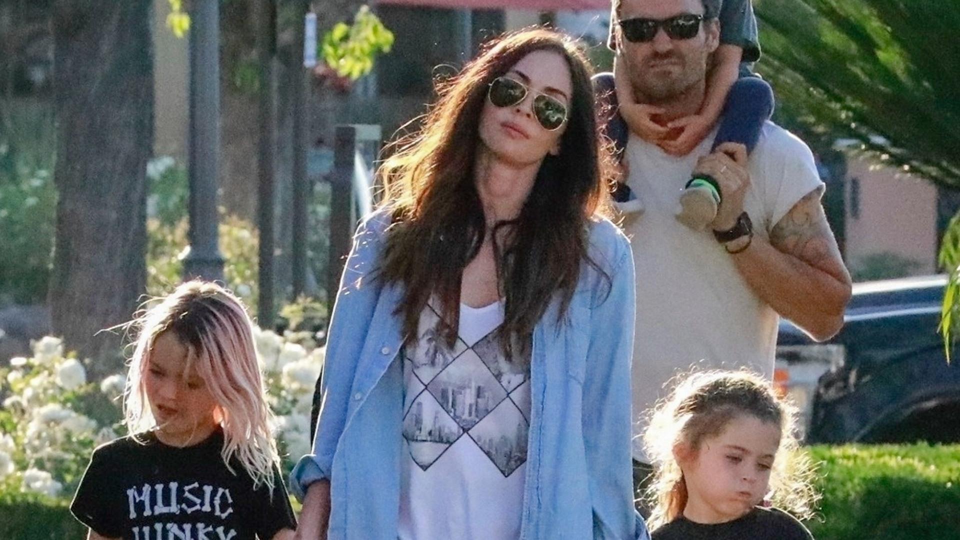 Megan Fox z mężem i dziećmi na zakupach