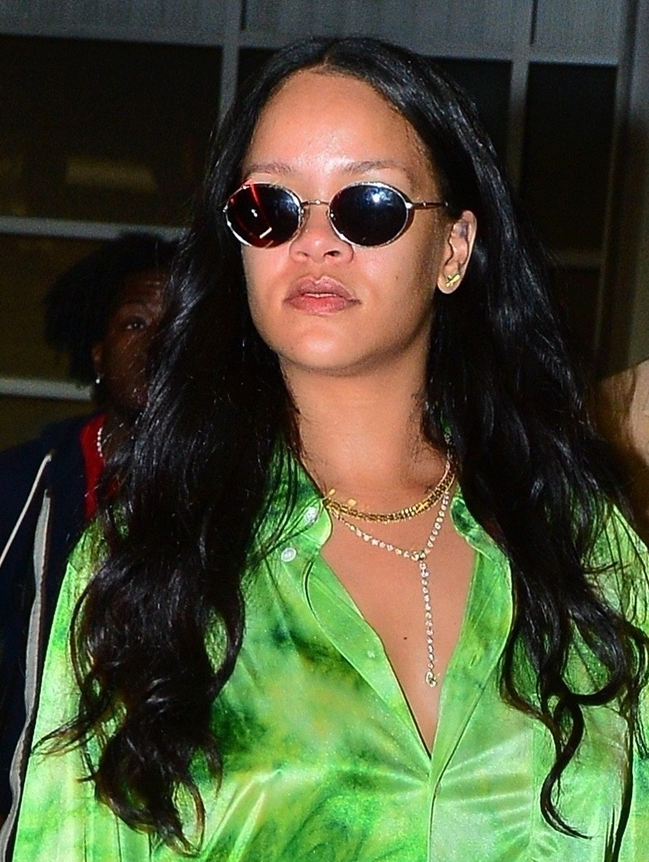 Rihanna w zielonej koszuli