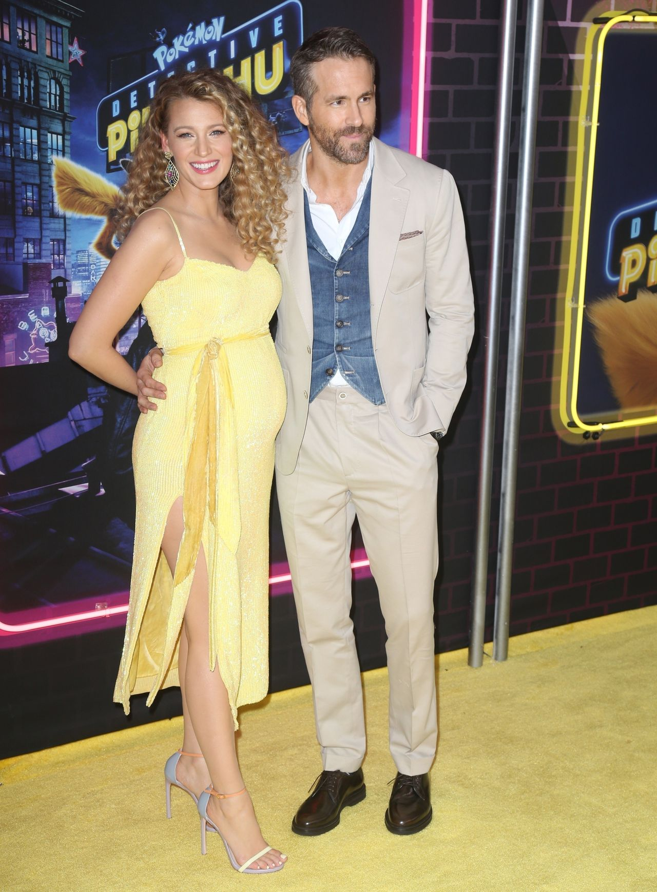 Blake Lively debuts baby bump at the premiere of 'Pokemon' with Ryan Reynolds Blake Lively, Ryan Reynolds