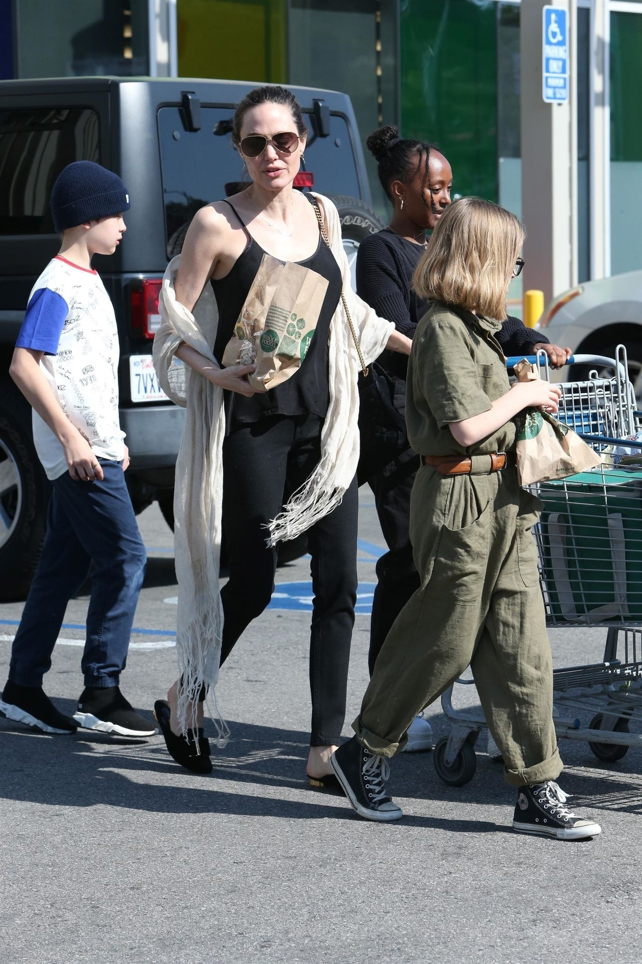 *EXCLUSIVE* Angelina Jolie spends Mother's Day grocery shopping with her kids Angelina Jolie, Zahara Jolie-Pitt, Vivienne Jolie-Pitt, Knox Jolie-Pitt