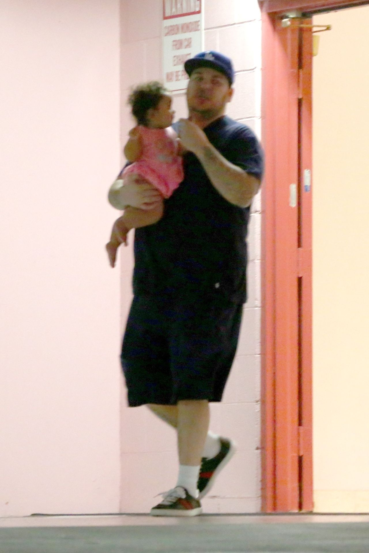 *PREMIUM-EXCLUSIVE* Rob Kardashian takes his daughter Dream to the doctor's office **WEB EMBARGO UNTIL 7PM PST ON 08/12/17** Rob Kardashian