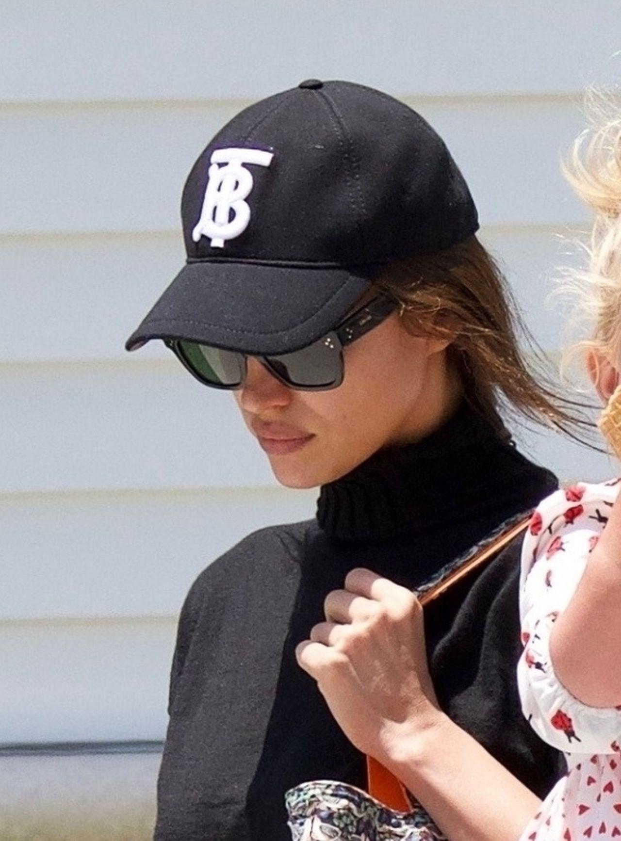 PONURA Irina Shayk i Bradley Cooper zajęty dzieckiem – ich miny mówią wszystko!