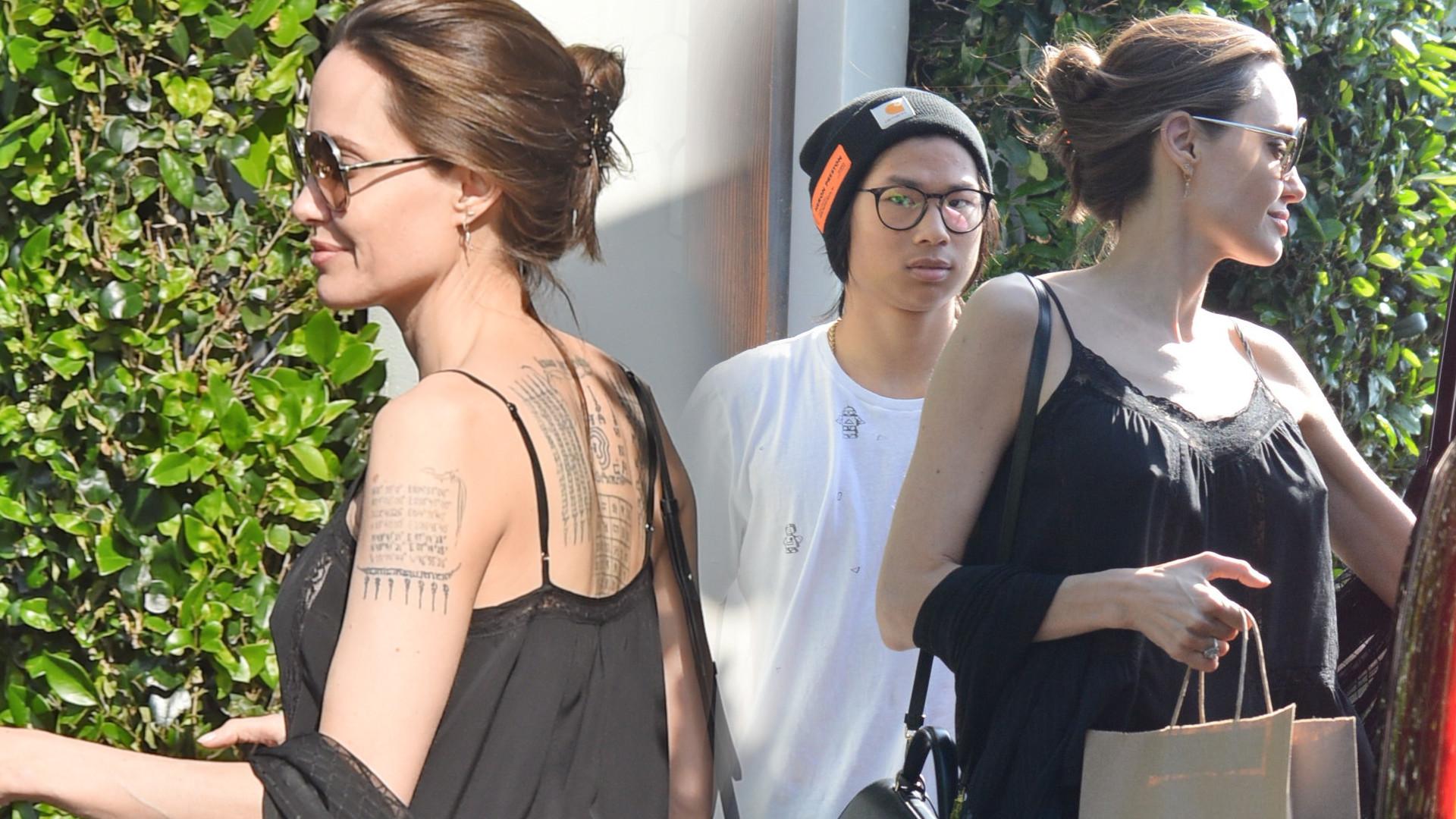 Angelina Jolie w skórzanych spodniach bierze lunch na wynos (ZDJĘCIA)