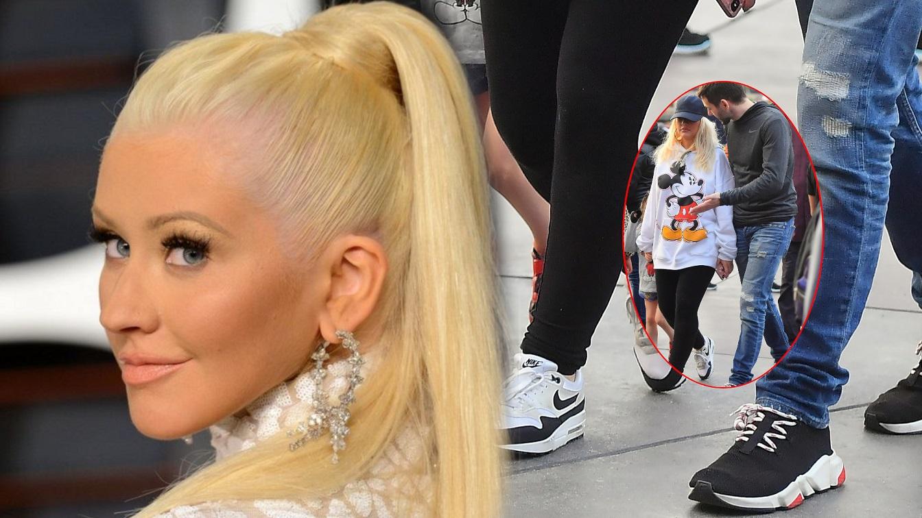 Christina Aguilera w Disneylandzie z dziećmi i mężem. Znowu PRZYTYŁA (ZDJĘCIA)