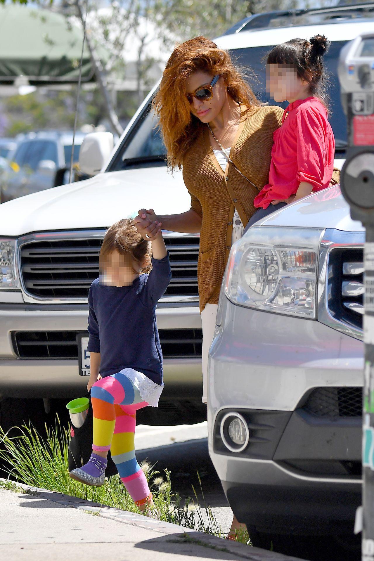 Eva Mendes z córkami
