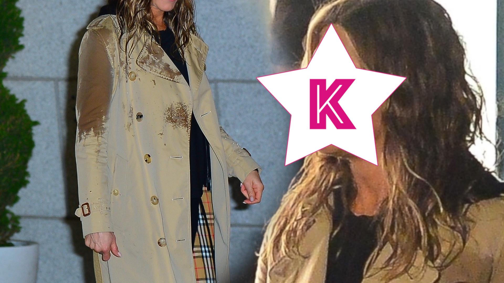 Jennifer Aniston złapała ulewa – całkowicie przemokła! Jej mina zwala z nóg