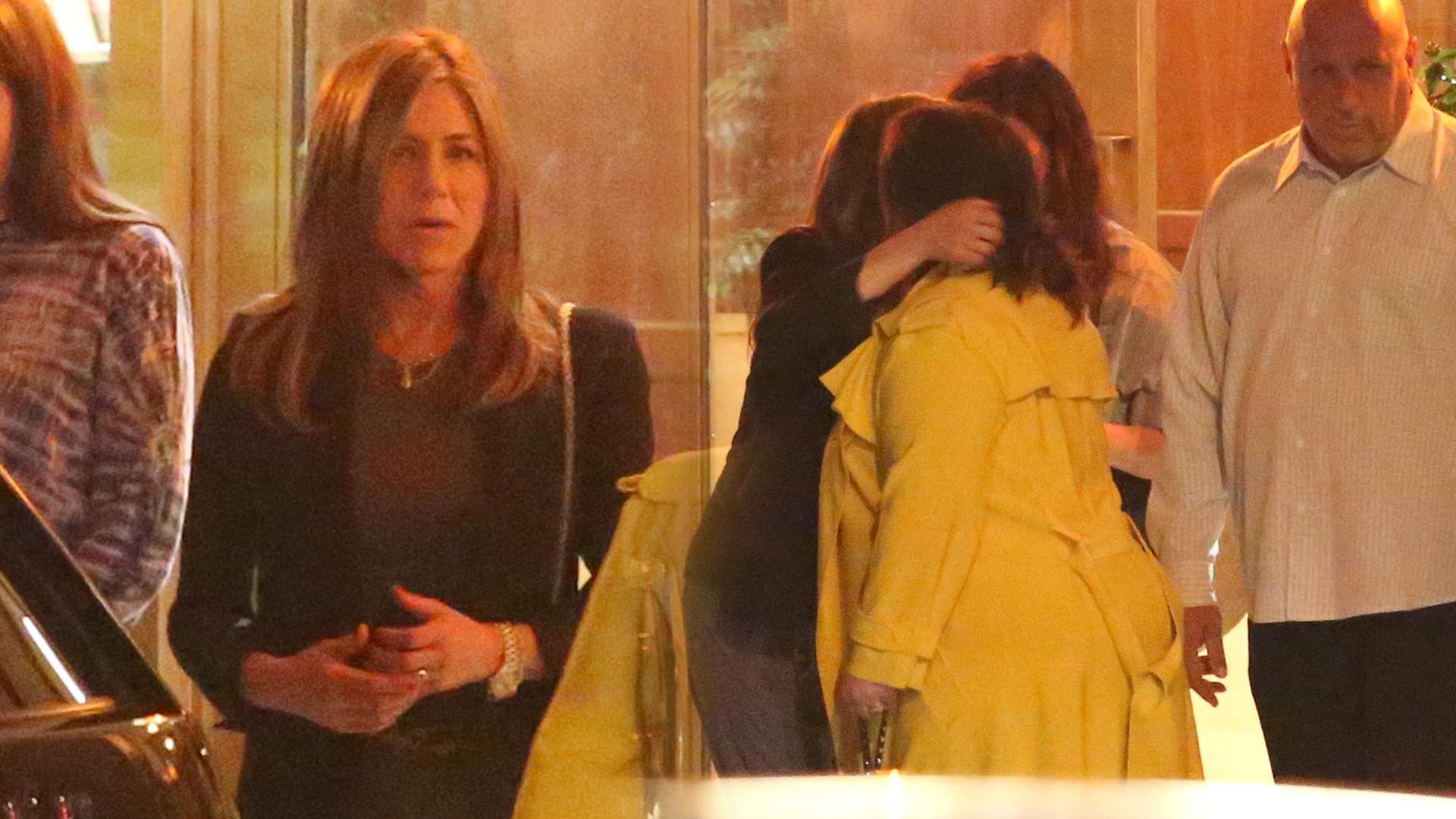 Tak Jennifer Aniston imprezuje z przyjaciółkami. W tym samym miejscu był Brad Pitt (ZDJĘCIA)