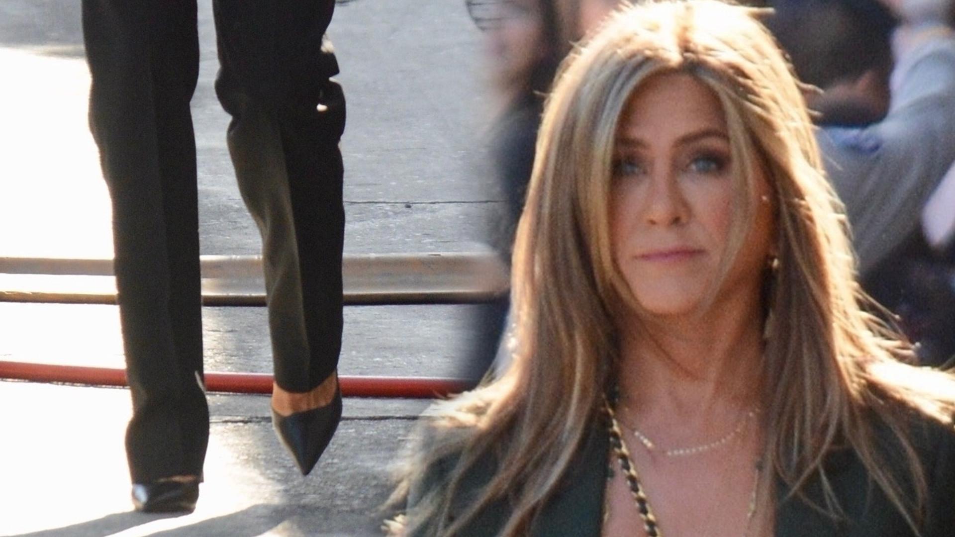 Jennifer Aniston w seksownej stylizacji. Dawno nie miała TAKIEGO dekoltu (ZDJĘCIA)