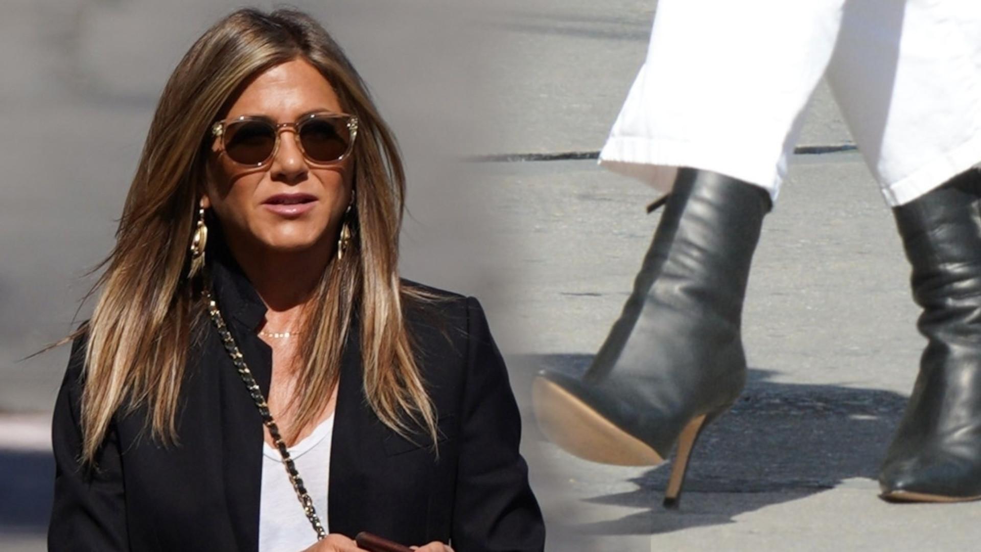 Ta stylizacja Jennifer Aniston byłaby udana, gdyby nie spodnie, które ZMASAKROWAŁY jej sylwetkę