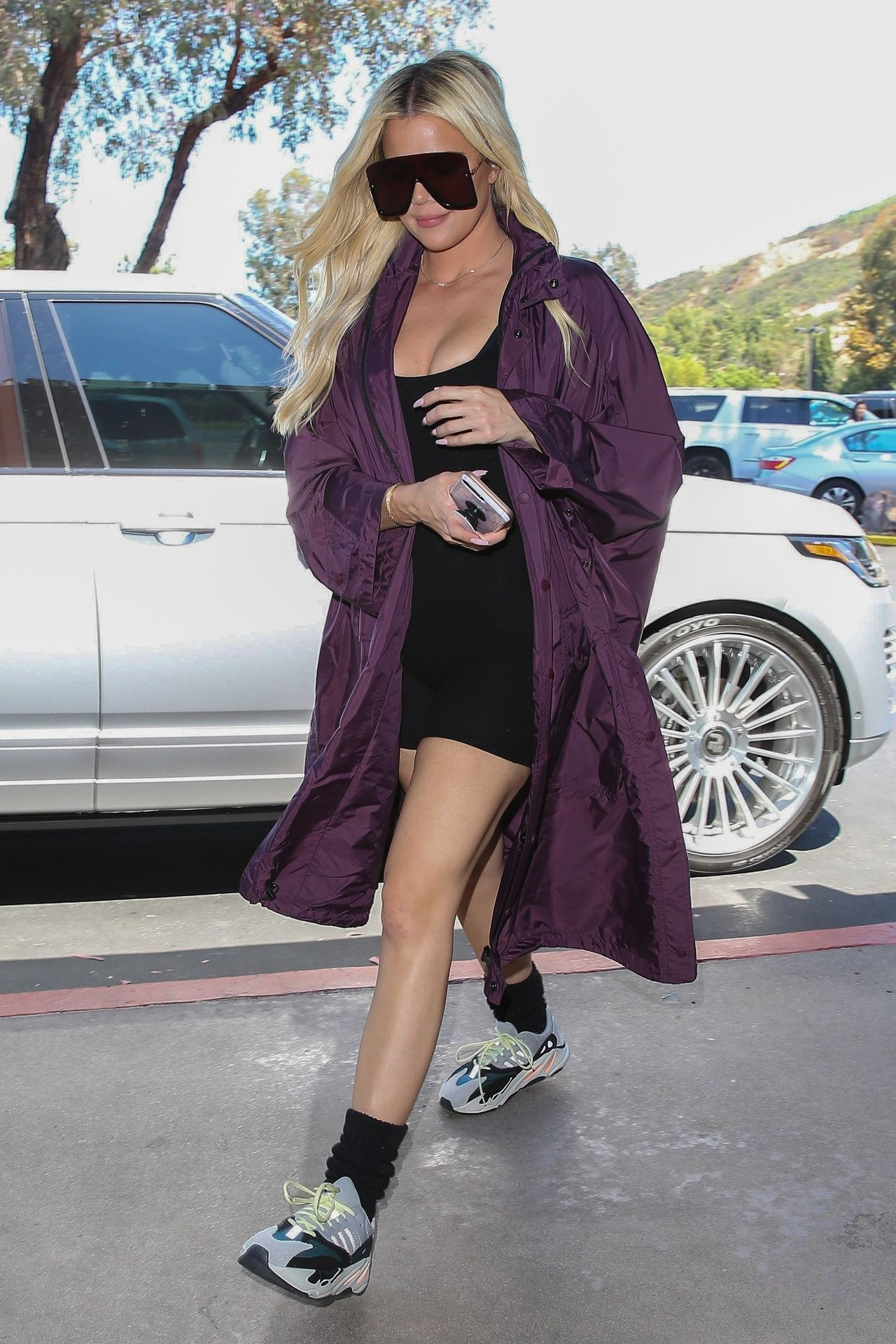 *EXCLUSIVE* Khloe Kardashian goes out to lunch at Plata Taqueria & Cantina