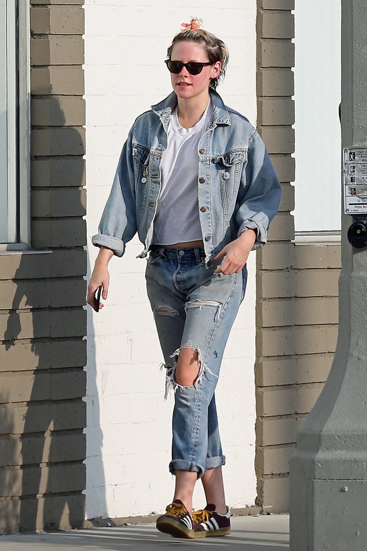 Kristen Stewart w drodze do spa, a przydałby się fryzjer