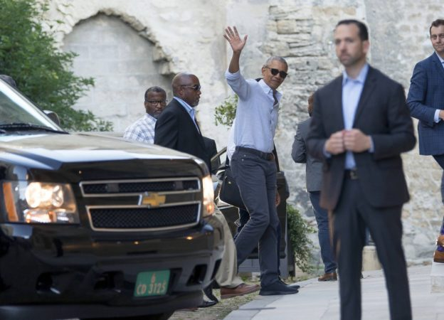 Former US president Barack Obama arrives ar the Palais des Papes in Avignon with his family during his french holidays