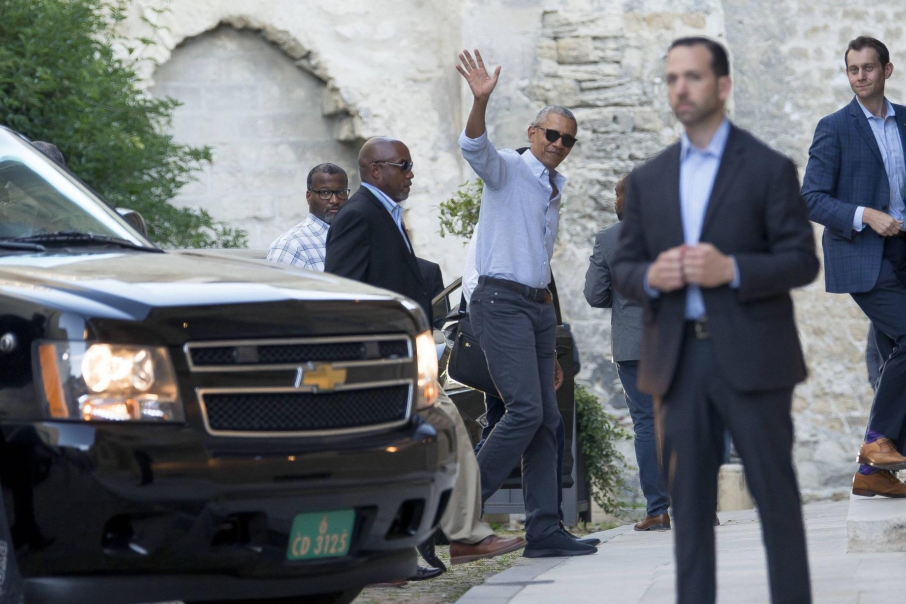 Barack Obama z córkami na wakacjach we Francji. Córki jak modnie ubrane!