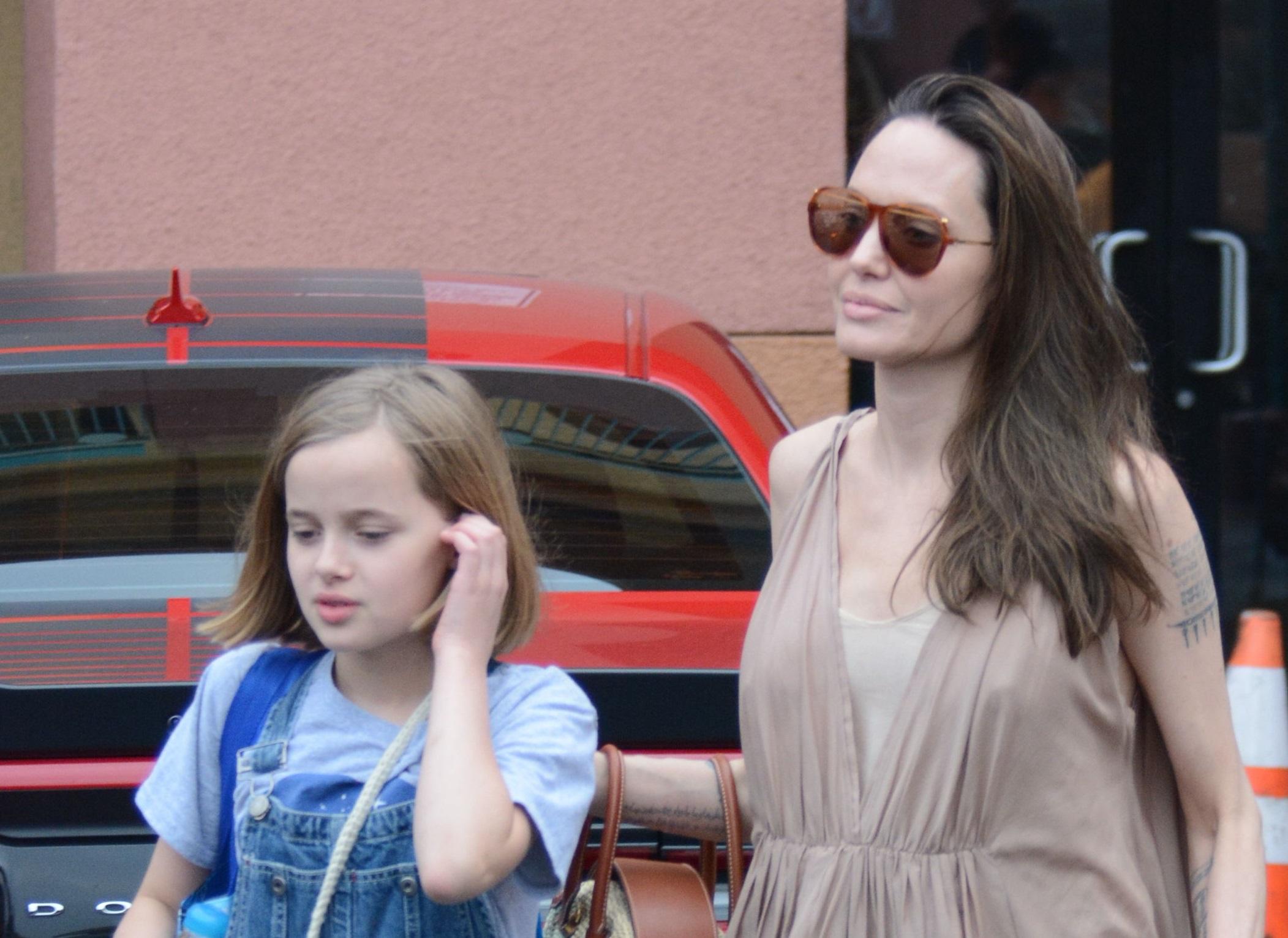Angelina Jolie na zakupach z córką Vivienne (ZDJĘCIA)