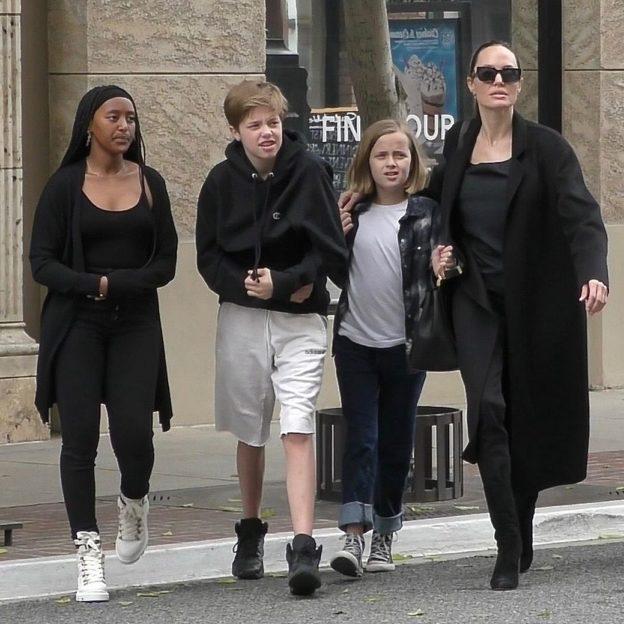 *EXCLUSIVE* Angelina Jolie hits Best Buy with her kids! Angelina Jolie, Zahara Marley Jolie-Pitt, Shiloh Nouvel Jolie-Pitt, Vivienne Marcheline Jolie-Pitt