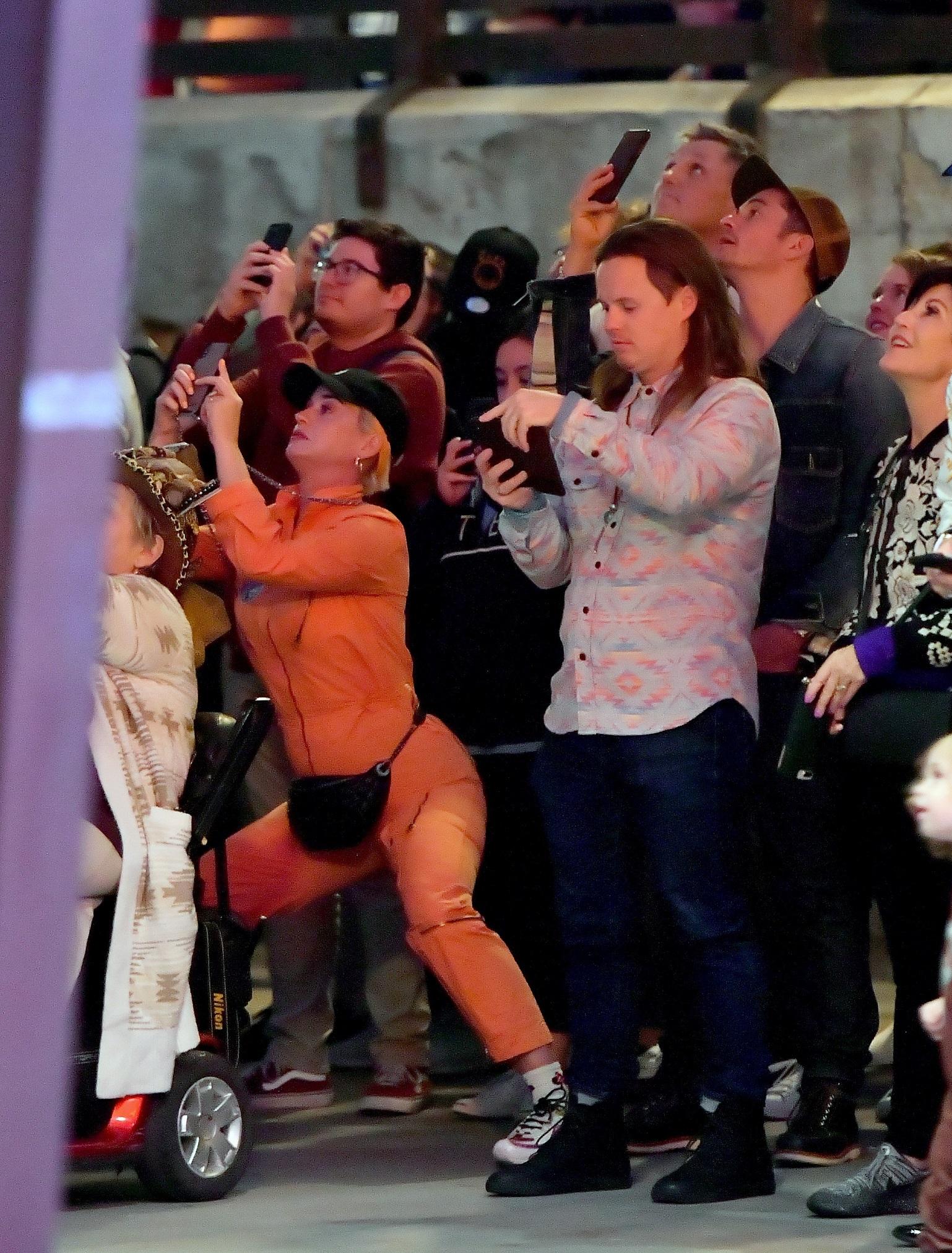 Katy Perry bawi się z Orlando Bloom w Disneylandzie. Widać ZAOKRĄGLONY brzuszek