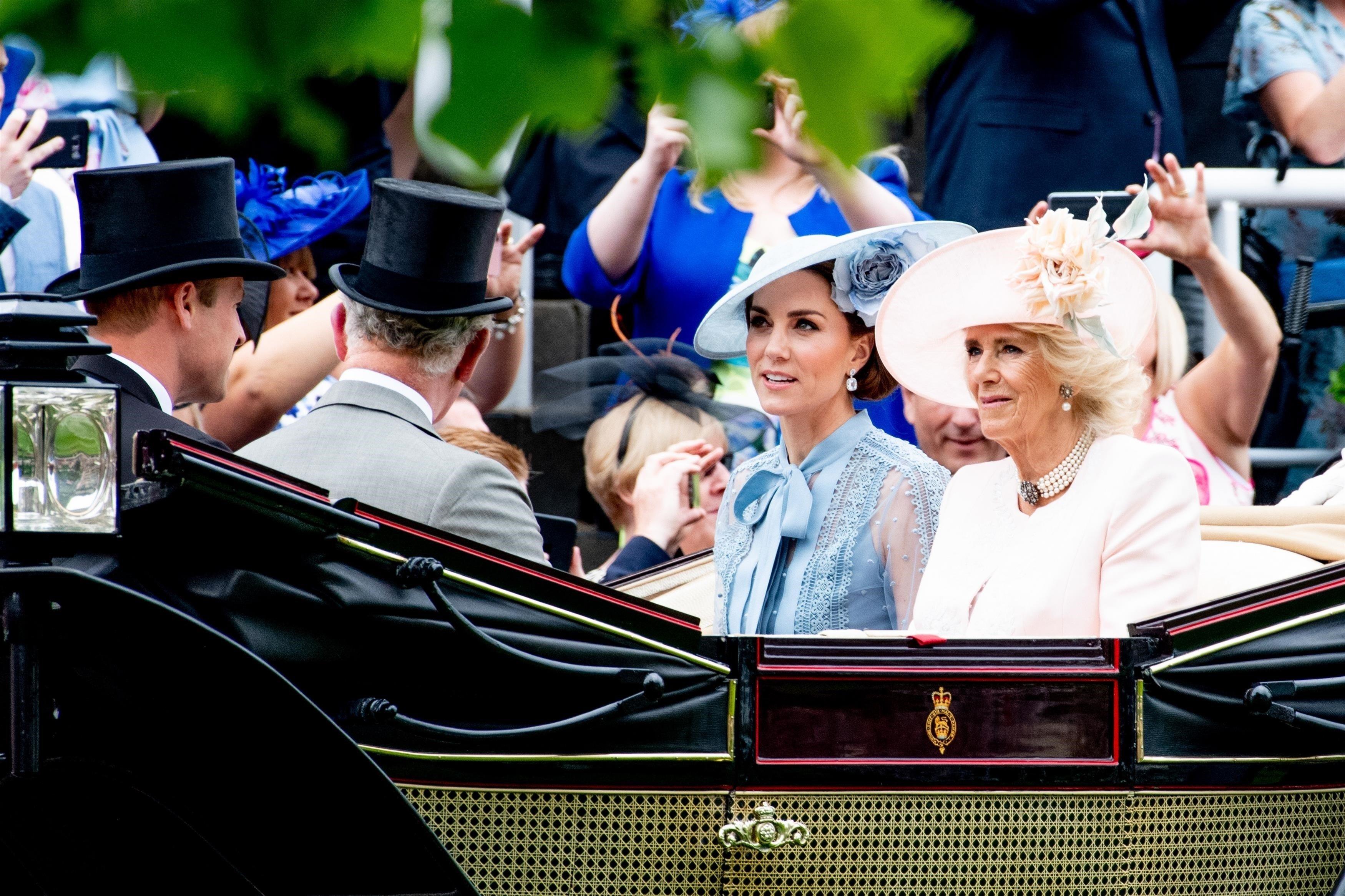 Mroczne TEORIE SPISKOWE na temat brytyjskiej rodziny królewskiej!